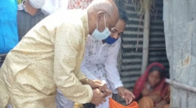 বারহাট্টায় অসহায় নারীর পাশে দাঁড়িয়েছেন সমাজকল্যাণ প্রতিমন্ত্রী