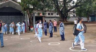 শিক্ষার্থীদের কলরবে মুখরিত হয়ে উঠেছে স্কুল-কলেজের আঙ্গিনা