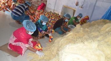 কুমিল্লায় ব্যস্ত সময় পার করছেন সেমাই কারখানার শ্রমিকরা