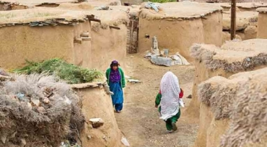 রহস্যময় গ্রাম: মাটির নিচে বামনদের বাস