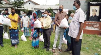 ব্রাহ্মণবাড়িয়ায় ১২৬ প্রতিবন্ধী পরিবারের মাঝে প্রধানমন্ত্রীর খাদ্য সহায়তা প্রদান