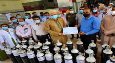 ময়মনসিংহ মেডিকেল কলেজ হাসপাতালে ৫০টি অক্সিজেন সিলিন্ডার প্রদান করা করেছেন সংস্কৃতি প্রতিমন্ত্রী