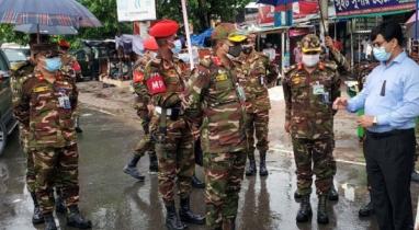 ঝিনাইদহে লকডাউন বাস্তবায়নে টহল সেনাবাহিনীর
