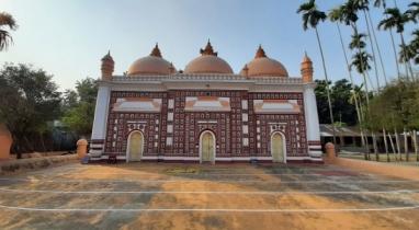 মুঘল আমলের স্থাপত্যশৈলী: পঞ্চগড়ের শাহী মসজিদ
