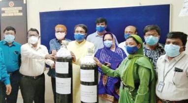 চাঁপাইনবাবগঞ্জ জেলা হাসপাতালে অক্সিজেন সিলিন্ডার প্রদান